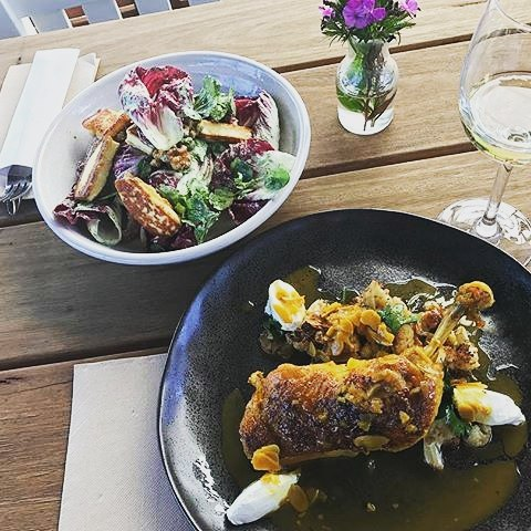 Where else can you get a lunch that looks this good whilst your favourite band blasts through the speakers? (In Michelle's case, The Strokes!) $15 locals lunch every Tues-Thurs, full menu viewable on the website! 📷: @michellebow #melbournefood #melbournebars #lunch #music