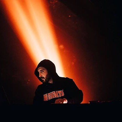 When Clams Casino's incredible electronic hip-hop tunes are so good that he starts emanating a glowing beat beam on stage 🌠🌠🌠 📷: @wearebbe #livemusic #melbournemusic #clamscasino #hiphop