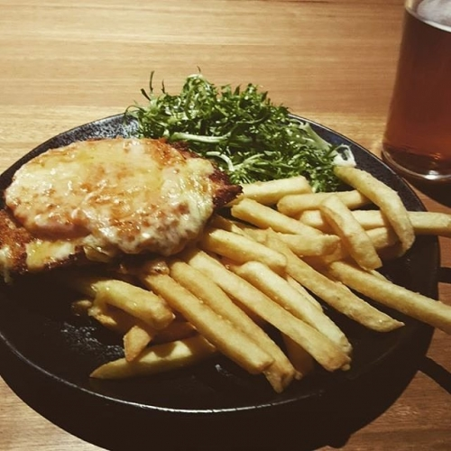 Got the Monday morning blues even though it's Tuesday already? We've got a parma for that. Open from midday folks! 📷: @actual.mack #cornerhotel #parma #chips #richmond #melbournefood
