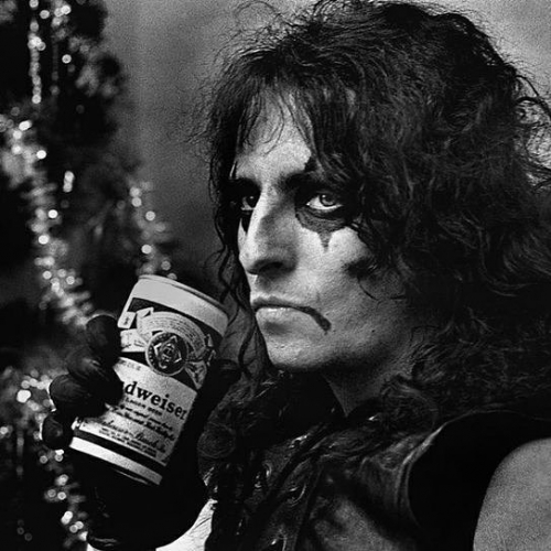 School mighn't be out for summer but the working week is done! Who's Alice Cooper bound tonight?! Swing by for a pre-show feed with us and get some 'poison' flowing through your veins whilst you're at it. 😉