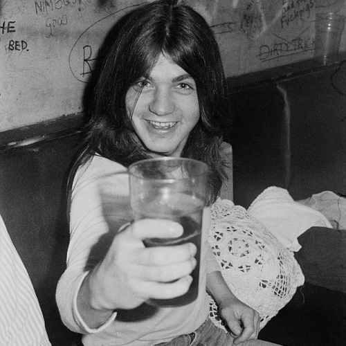 RIP Malcolm Young, thanks for the tunes you absolute legend. 💔⚡
