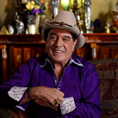 Yarra City Council are planning on putting up a statue of Richmond icon Molly Meldrum in the Wangaratta Reserve behind the pub! 👊  They've raised the money for the project and are looking for community support to make sure that they get the project up and running - head here to make sure it happens! http://bit.ly/2ByPwPm