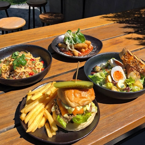 Holy mother of burgers.. lunch specials are up and looking amazing this week. Cuban pulled pork burger leading the charge with chook pad thai, fried mozzarella sticks and kipfler 'tater salad rounding things out.
