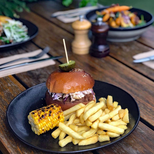 Pulled pork, pulled pork, pulled pork! Nope, you don't need to wait five hours for this. Our BBQ pulled pork burger available now on this week's lunch specials menu!  Head to our stories to check out what else is on offer.