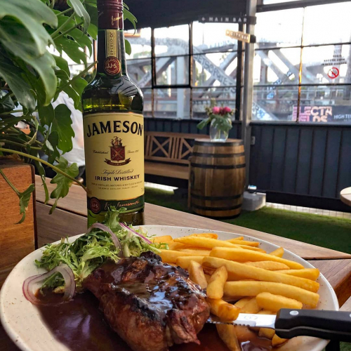 ICYMI it's Jameson month and for the next few weeks we're celebrating this wonderful whiskey in a whole bunch of ways!  Today the kitchen has gotten involved and whipped up a super tasty, rich Jamo gravy togo with our Monday night steak special. 👌