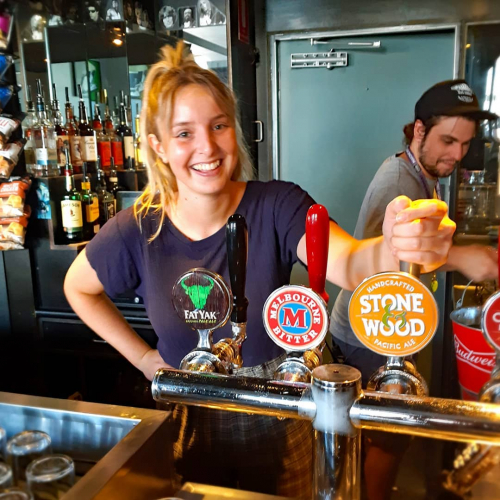 Settling in for a Sunday sesh? Sort yourself out with Floss' top pick, a pint of @stoneandwood! 🙃