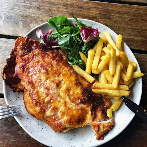Parma for your problems, anyone?  Only $20 with your choice of drink tonight as a part of our Wednesday night pub trivia specials!  Kicks off at 8pm with walk-ups welcome. Buzz us for late bookings now → 9427 7300  @manvsparma
